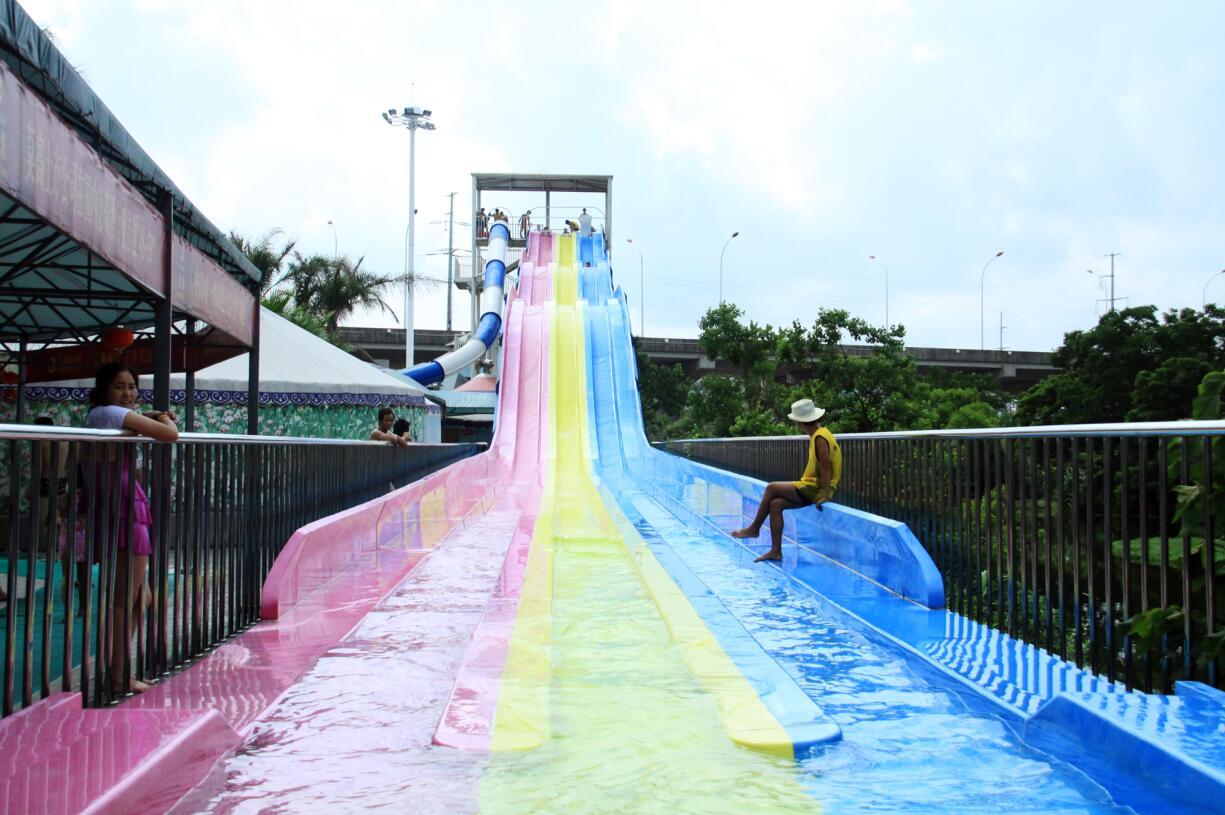 江西赣州上犹印象客家欢乐水世界---彩虹滑梯
